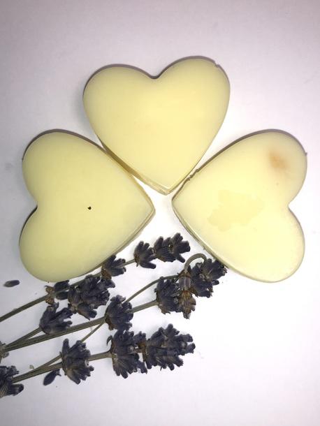 Wosk zapachowy w kształcie serduszek 3 sztuki (1)