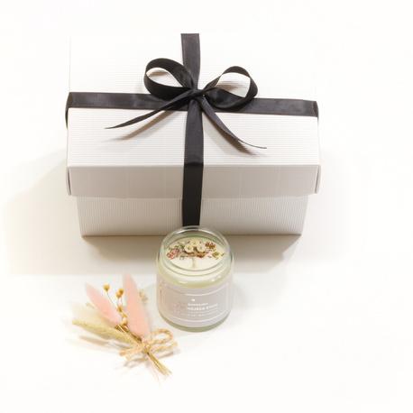 Personalizowana świeca sojowa Magnolia, bergamotka i piżmo (1)